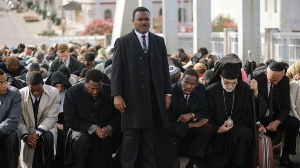 Martin Luther King Jr (David Oyelowo) stands before the marchers on Edmund Pettus Bridge